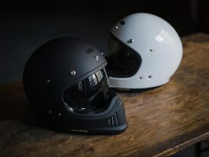 shoei-helmet-retro-lifestyle-gloss-10