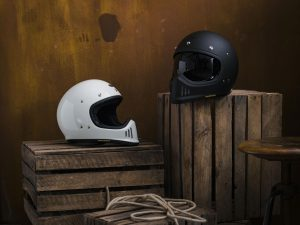 shoei-helmet-retro-lifestyle-gloss-12