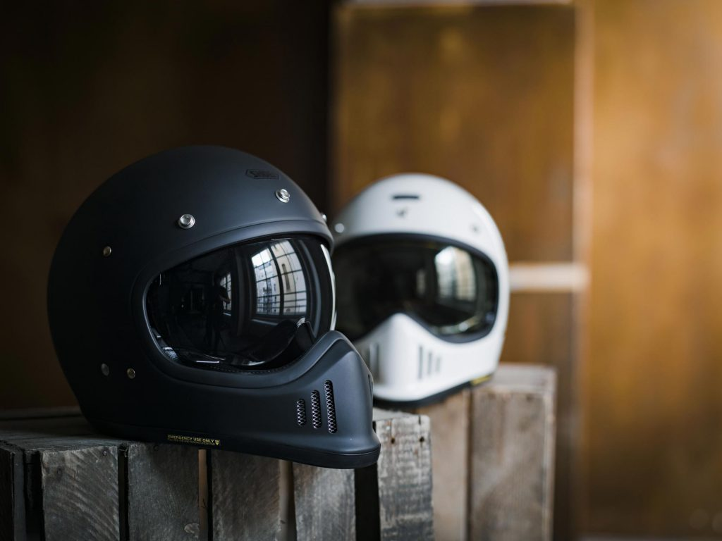 shoei-helmet-retro-lifestyle-gloss-14